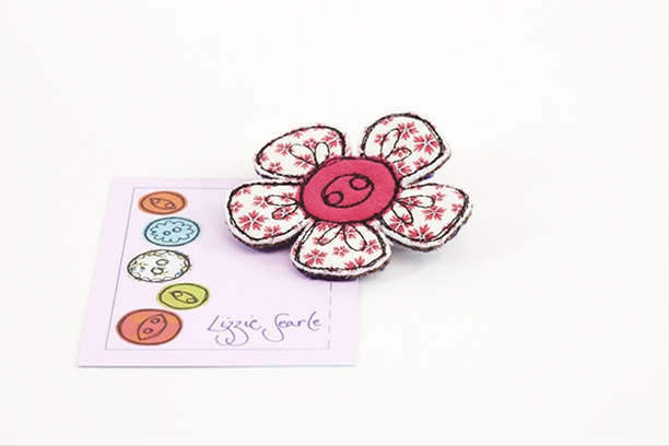Pink patterned flower brooch